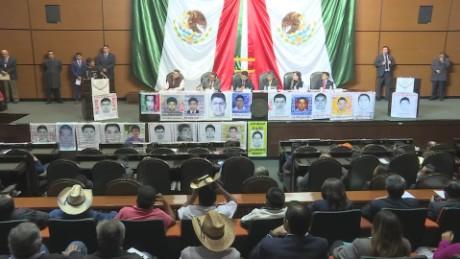 cnnee pkg krupskaia ayotzinapa 43 estudiantes noche iguala padres reunion congreso_00012309