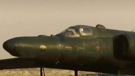 spying on isis u2 plane iraq pleitgen pkg_00013124.jpg