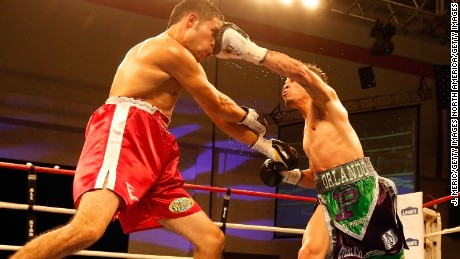 Cruz beat Pazos to retain his WBO Latino Featherweight title.