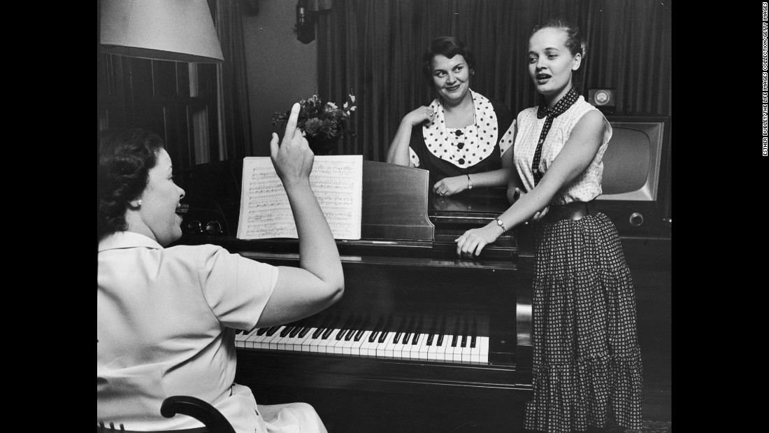 Henderson, right, sings with her childhood music teacher, Christine Johnson, in 1954. Henderson grew up poor in Indiana, but she was a talented singer and would use her voice to entertain the family and help make ends meet.