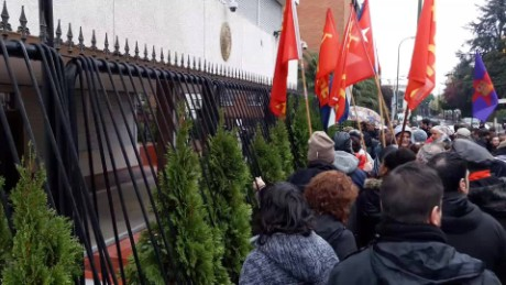 cnnee digital consulado cuba espana muerte de fidel reax_00002615