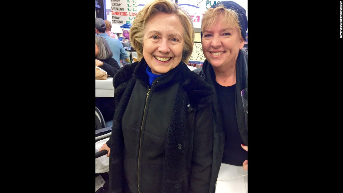 "Democratic presidential nominee Hillary Clinton was out shopping with her family for the holidays when this picture was snapped and <a href=""https://twitter.com/lindapmgbosco/status/801563153733734405"" target=""_blank"">posted to Twitter</a>. The caption read, ""When you go pick up your pie and the entire Clinton family is shopping 2..."""