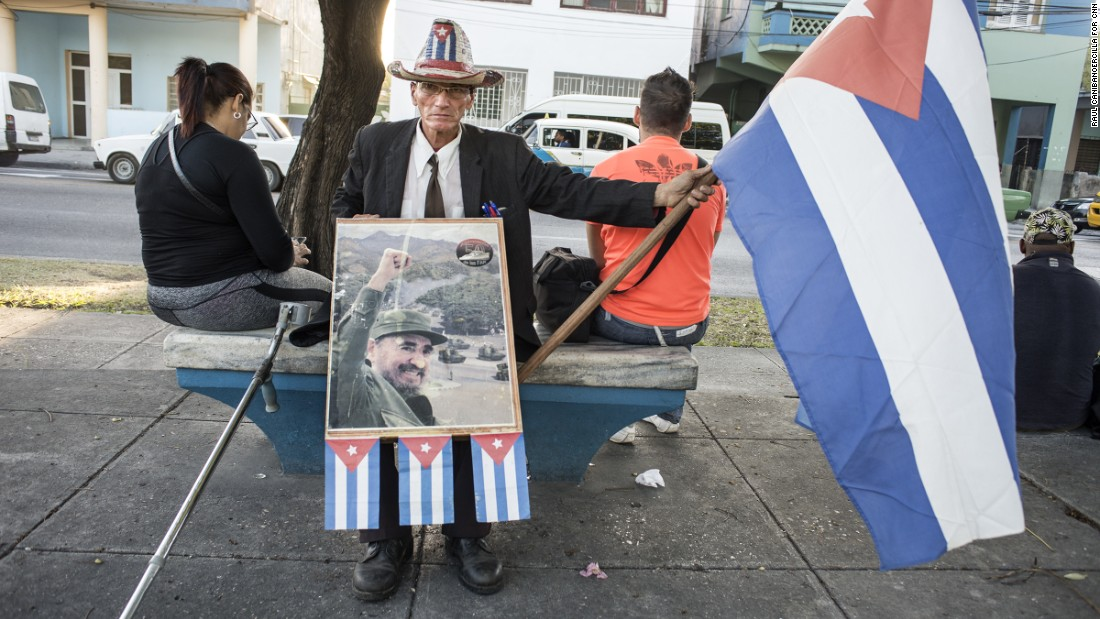A man in Havana pays tribute to Castro on November 28.
