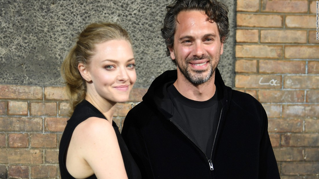 Amanda Seyfried Elopes With Thomas Sadoski