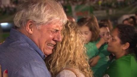 brazil fans mourn chapecoense tribute riddell lklv_00015930.jpg