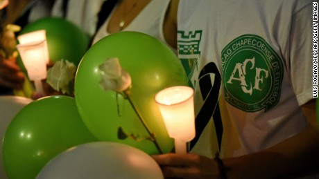 People take part in a tribute to the victims of a plane crash in the Colombian mountains that killed 71 and virtually wiped out the Brazilian football team Chapecoense Real, in Cali, Colombia, on November 30, 2016. Emotional tributes were paid Wednesday to the Brazilian football team Chapecoense Real. The charter plane, a British Aerospace 146, reported electrical problems just before the crash as it arrived in Medellin where Chapecoense were to play in the Copa Sudamericana final. / AFP / LUIS ROBAYO        (Photo credit should read LUIS ROBAYO/AFP/Getty Images)