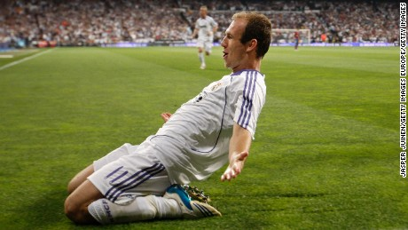 Robben celebrates a goal against Barcelona at the Bernabéu in 2008.