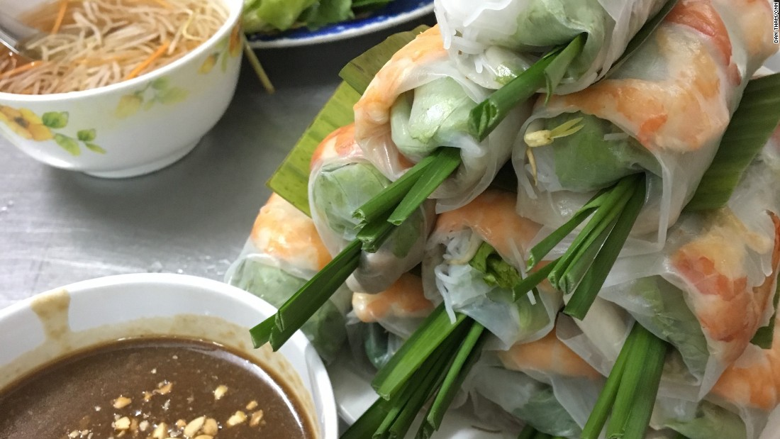 The Vietnamese spring roll, not to be confused with its fried cousin, is a popular appetizer commonly made with slices of pork belly, shrimp, cold vermicelli noodles and veggies like lettuce, mint and chives.