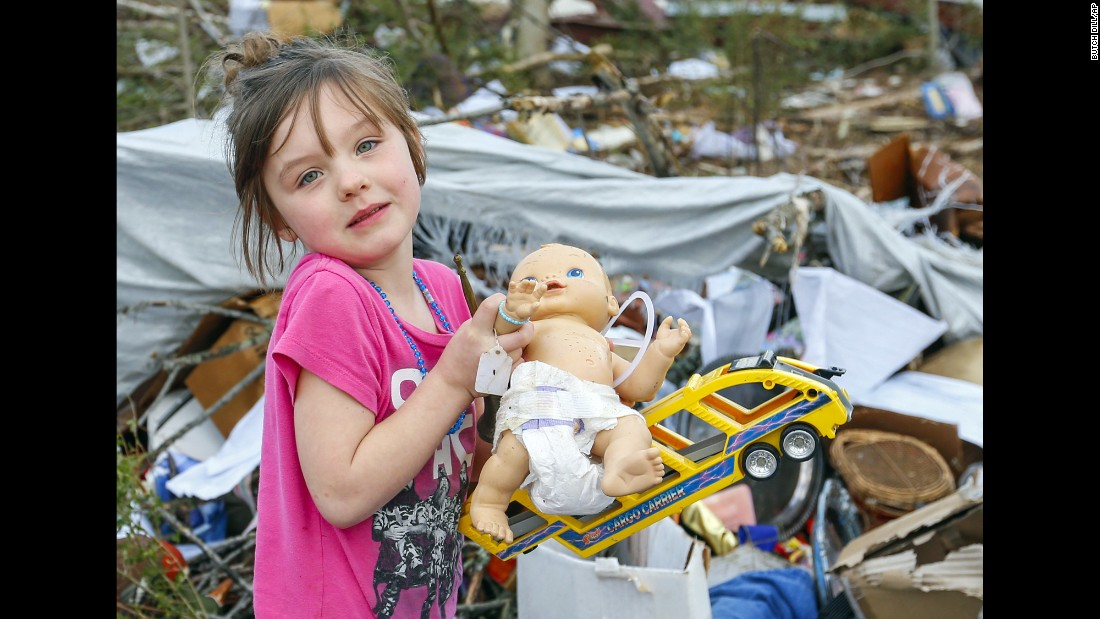 "Serenity Brooks, 5, clings to a doll while searching for her belongings <a href=""http://www.cnn.com/2016/11/30/us/southeast-severe-weather/"" target=""_blank"">after a deadly tornado</a> ripped through Rosalie, Alabama, on Wednesday, November 30."