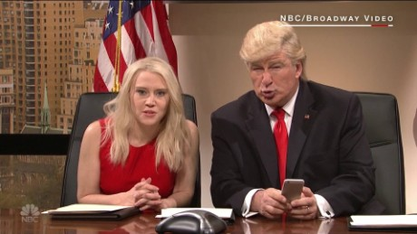 'SNL' mocks Trump's Twitter use