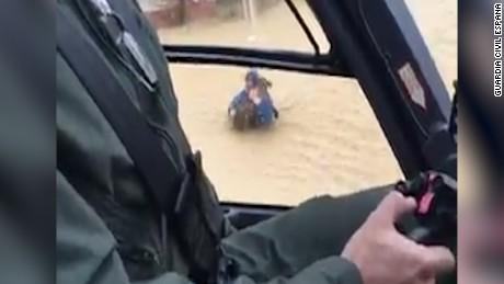 cnnee pkg digital malaga perro rescatado lluvia dueño_00001206.jpg