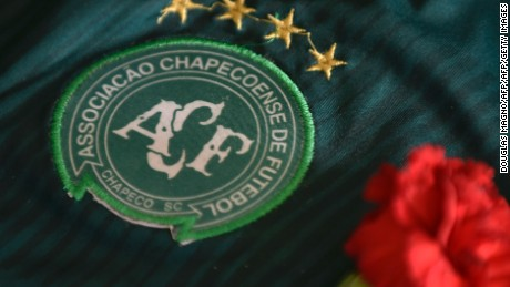The badge of the Chapecoense Real Brazilian football team, most of whose members were killed in a November 28 plane crash in the Colombian mountains, seen during a tribute at the club's Arena Conda stadium in Chapeco, in the southern Brazilian state of Santa Catarina, on December 2, 2016.  A Bolivian charter airline whose plane ran out of fuel crashed in the Colombian mountains earlier this week killing 71 people, including most of the Brazilian football team. / AFP / DOUGLAS MAGNO        (Photo credit should read DOUGLAS MAGNO/AFP/Getty Images)