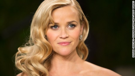 Reese Witherspoon arrives for the 2013 Vanity Fair Oscar Party on February 24, 2013 in Hollywood, California.         AFP PHOTO/ADRIAN SANCHEZ-GONZALEZ        (Photo credit should read ADRIAN SANCHEZ-GONZALEZ/AFP/Getty Images)