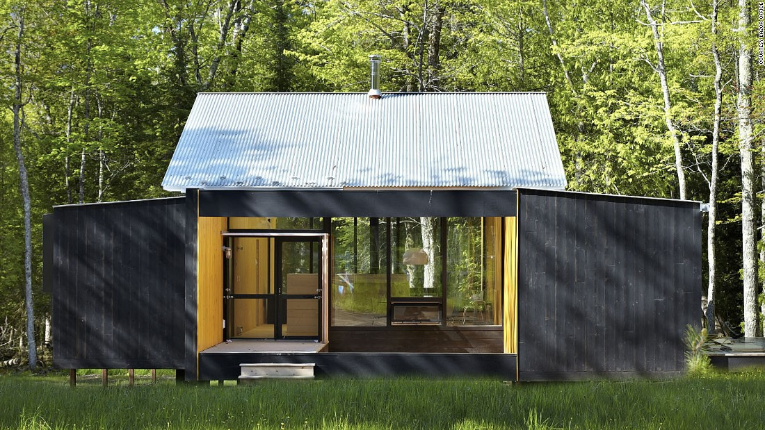 This home by Lazor Office consists of two prefabricated modules parallel to one another with a 20-foot space in between. It's a hybrid of the modular system and Charlie Lazor's FlatPak panelized system. <br />