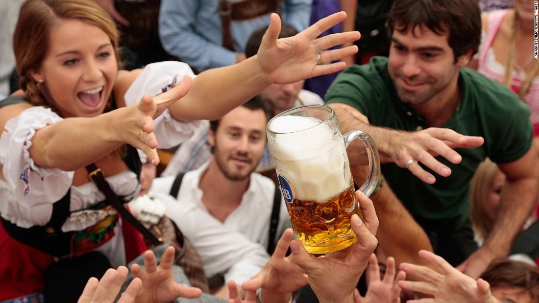 Twitter Congress Drinking Beer