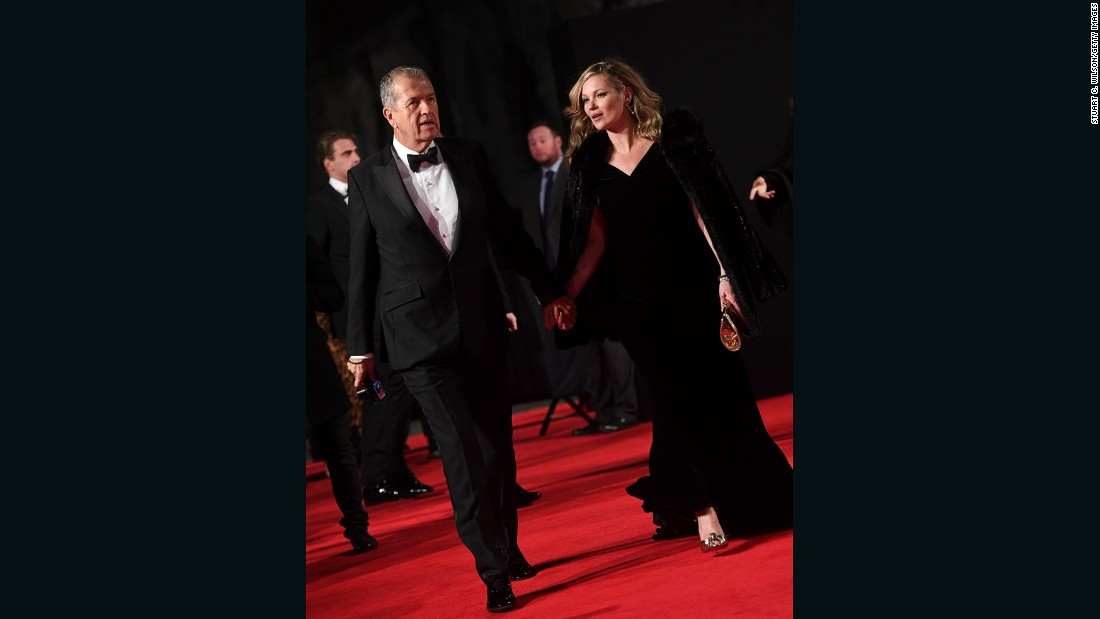 Mario Testino and Kate Moss walk the red carpet.
