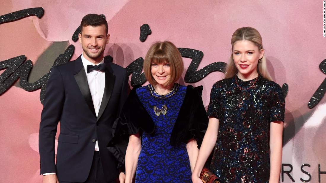 Anna Wintour and guests on the red carpet.