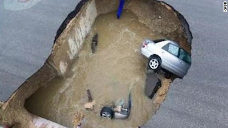 Texas deadly sinkhole _00000113