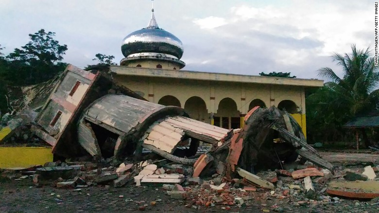 Deadly quake hits Indonesia, destroys towns