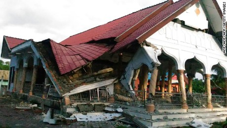 A badly damaged building is seen after a 6.5-magnitude earthquake struck the town of Pidie, Indonesia's Aceh province in northern Sumatra, on December 7, 2016. One person died and dozens were feared trapped in rubble after a strong earthquake struck off Aceh province on Indonesia's Sumatra island on December 7, officials said.  / AFP / ZIAN MUTTAQIEN        (Photo credit should read ZIAN MUTTAQIEN/AFP/Getty Images)