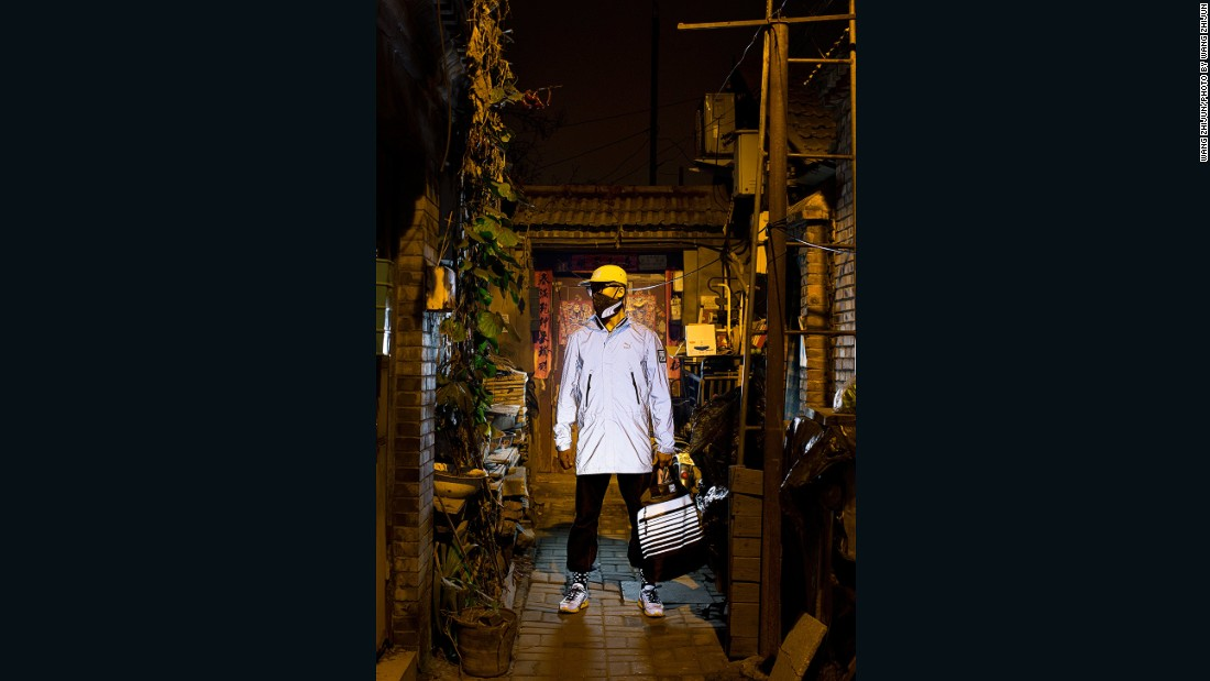 An image from Puma's campaign featuring Wang's pollution mask.