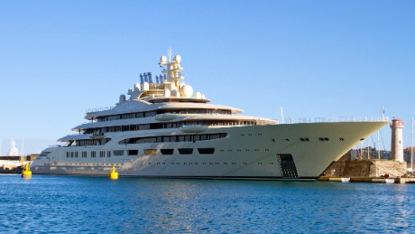 Super-sized superyachts