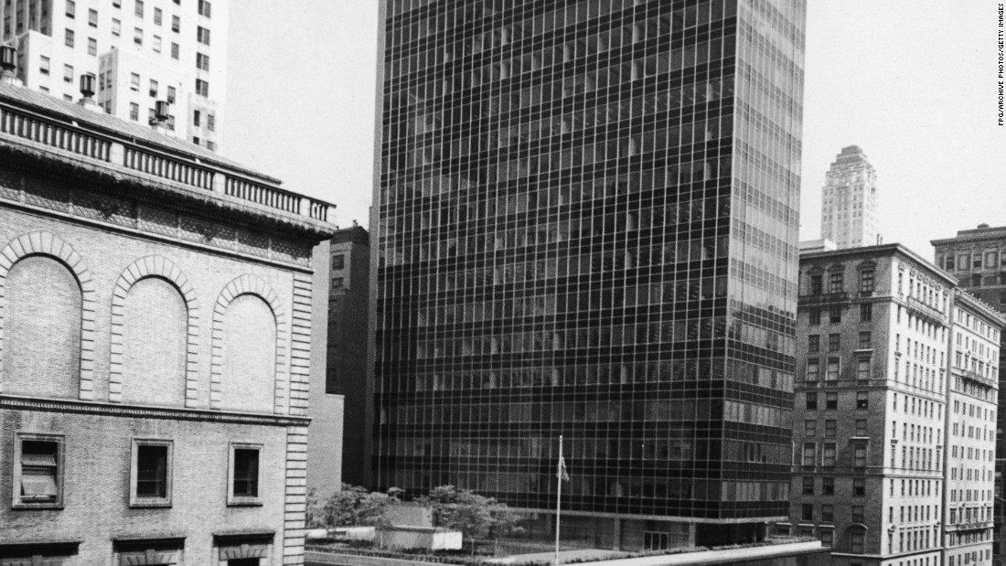 One of the earliest examples of a glass skyscraper, the Lever House was build in the 1950s. This was the first building in New York to be constructed using glass in the International Style.