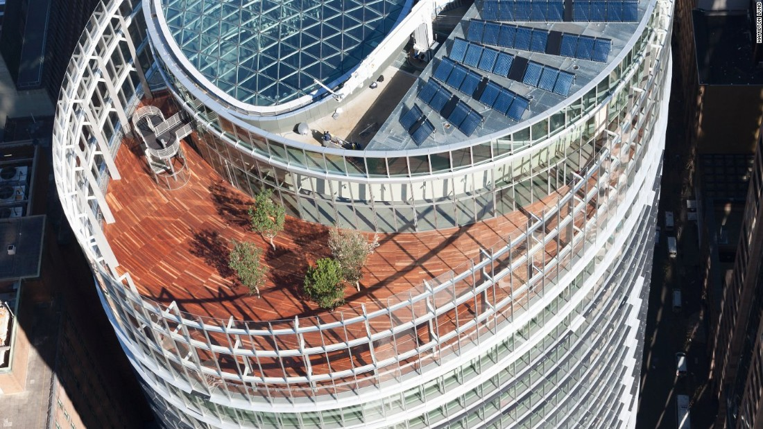 1 Bligh Street is home to a central atrium that naturally ventilates air throughout the entire building. It also incorporates solar panels, rain water recycling and an efficient air-conditioning system.