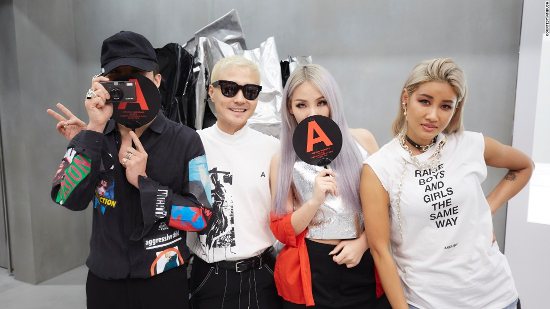 The couple is pictured here with K-Pop big names, G Dragon and CL.