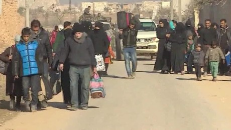 civilians flee aleppo pleitgen_00014304