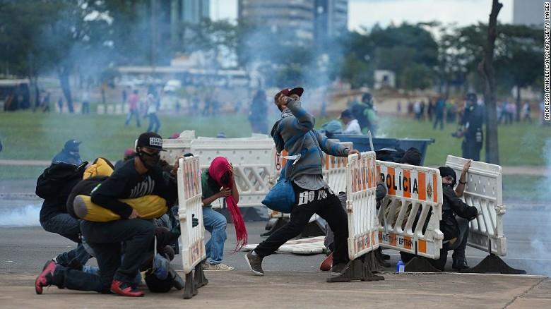 161214092340-01-brazil-austerity-plans-e