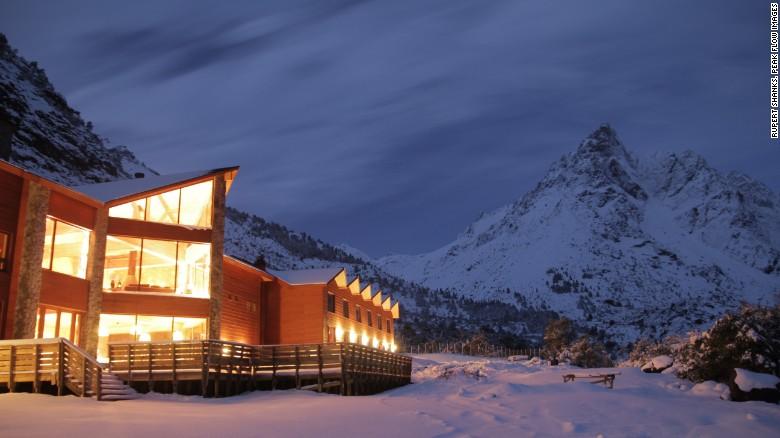 Puma Lodge: Hot with heli-skiers.