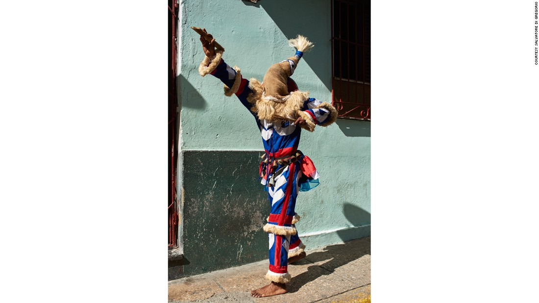 """Ireme"" refers to a masked dancer who is part of the Afro-Cuban Abakuá men's society. This Ireme is from Los Componedores de Batea in Havana."