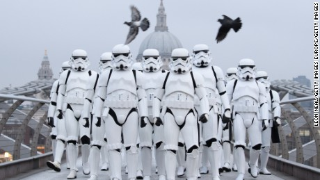 cnnee cafe vo stormtroopers conquistan londres_00002817