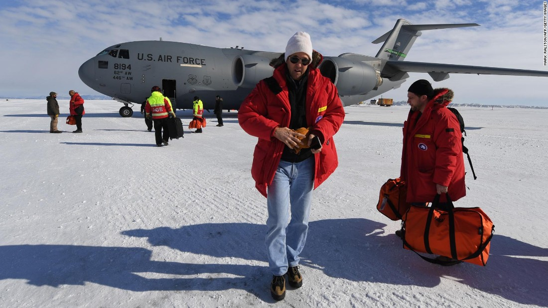 Kerry prepares to board a US Air Force C-17 Globemaster at McMurdo Station, Antarctica, on November 12, 2016, en route to New Zealand.