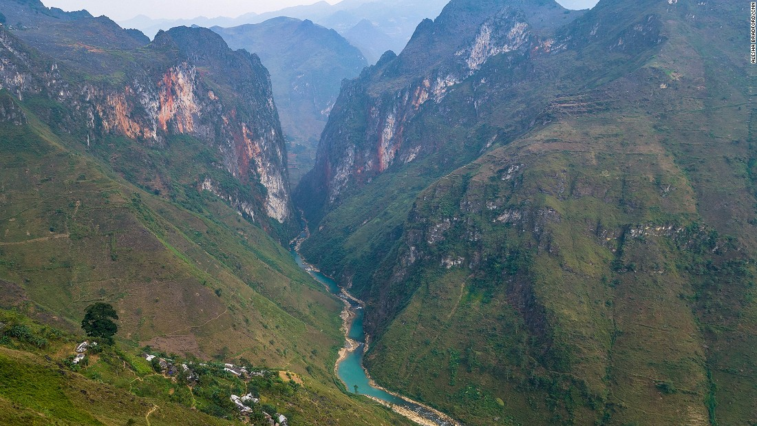 The deepest canyon in all of Southeast Asia can be found between Dong Van and Bao Lac. The Ma Pi Leng Pass is one of the most challenging rides in the country, but the sensational views into fading gorges create lasting memories.