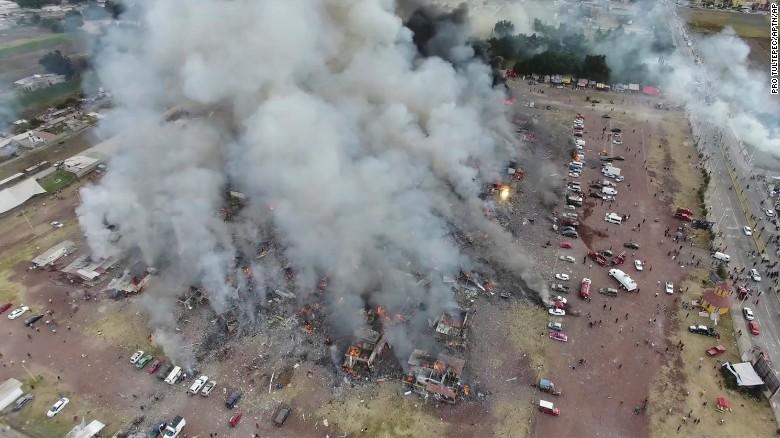 墨西哥Tultepec城内的San Pablito市场烟花爆炸 - wuwei1101 - 西花社