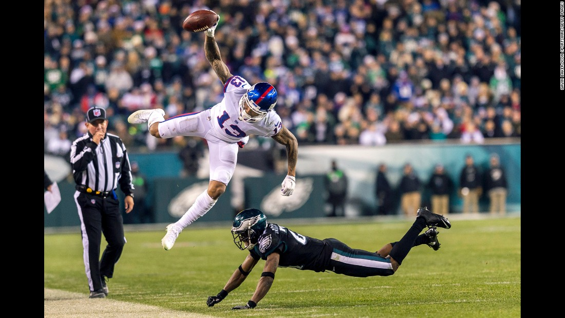 New York Giants wide receiver Odell Beckham Jr. stays in bounds as he makes a mid-air catch during an NFL game against the Eagles in Philadelphia on Thursday. The Giants lost 19-24.