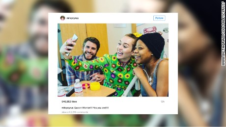 Miley Cyrus, Liam Hemsworth spread cheer at children's hospital