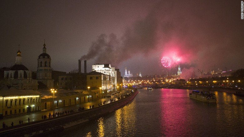 New year celebrations ring in 2017 around the world | Fox17