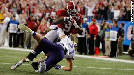 Alabama running back Bo Scarbrough had an 18-yard touchdown run during the first half of the Peach Bowl, his first of two scores.