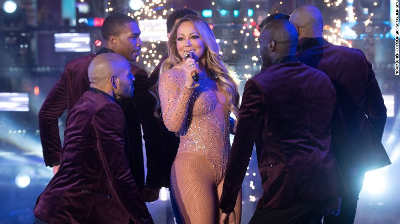 Mariah Carey melts down, Internet reacts