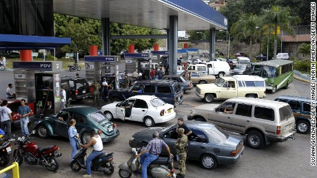 CARACAS, VENEZUELA - JANUARY 14:  Motorists wait in long lines at a the state owned PDVSA gas station January 14, 2003 in Caracas, Venezuela. The world's fifth oil producer is in its sixth week of a general strike against Venezuelan President Hugo Chavez.  (Photo by Susana Gonzalez/Getty Images)