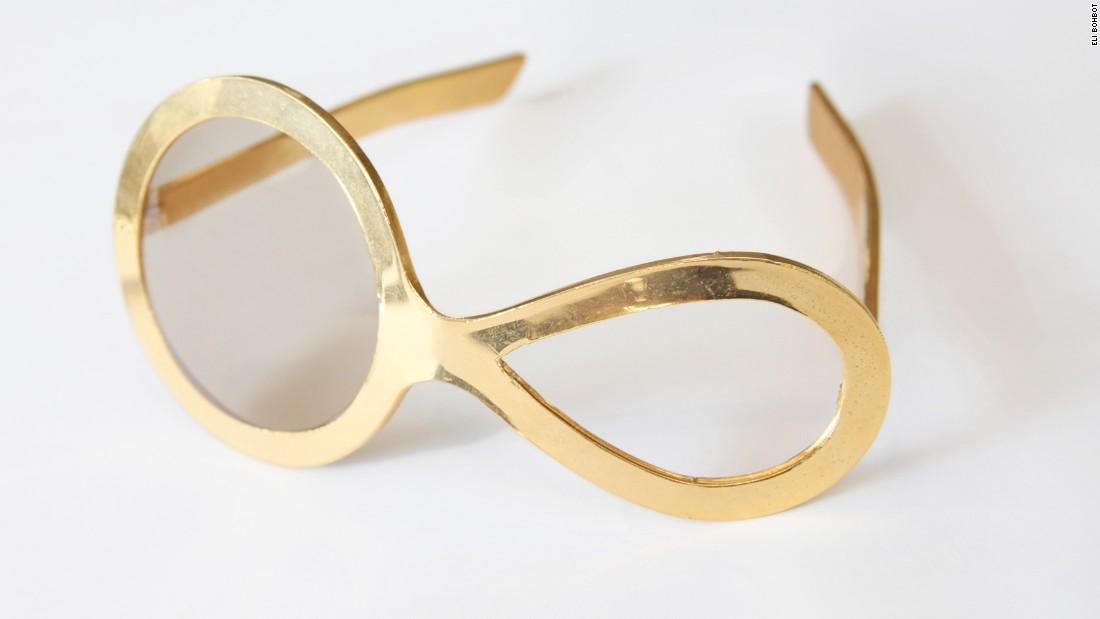 This 1960s prototype designed by Pierre Cardin has an asymmetric frame made of plastic.