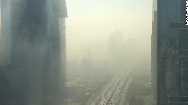 Timelapse: Smog envelops Beijing in minutes
