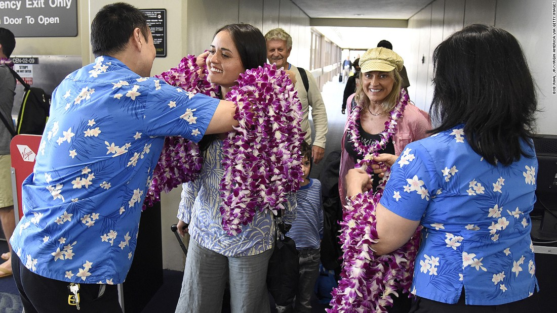 "<strong>Honolulu International Airport: </strong>Honolulu Airport came second in the large-airport category, with 87.53%. Does that smile from ""Wonder Years"" actress Danica McKeller mean her flight got there on time or she just likes the flowers?"