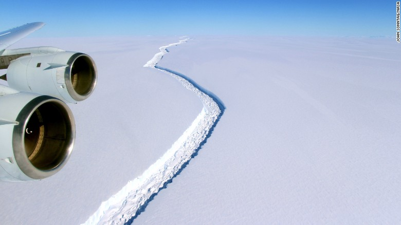 Giant iceberg breaks away