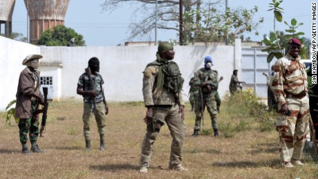 Soldiers prepare for talks Saturday in Bouaké with Defense Minister Alain-Richard Donwahi.