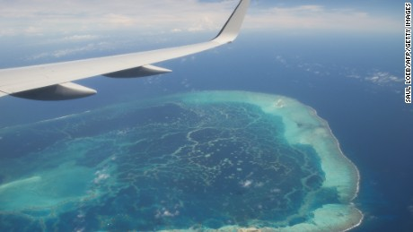 The view out the window of Air Force One, with US President Barack Obama aboard, over a nearby island as the airplane approaches Midway Atoll in the Papahanaumokuakea Marine National Monument in the Pacific Ocean, September 1, 2016.