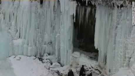 ice falls on woman's head _00002905.jpg